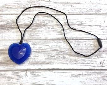 Pendentif dentition silicone, pendentif cœur silicone, pendentif mâchouiller silicone, cœur bleu dentition, collier dentition, Mâchouille