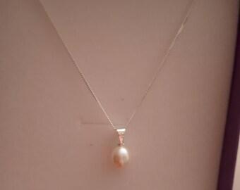 Pearl drop necklace.