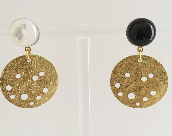 Golden drops, asymmetrical drop earrings in brass with black agate and mother of pearl semi precious stones