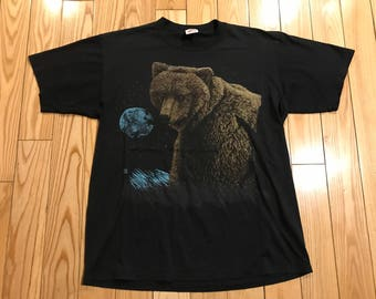 Vintage Grizzley Bear T-shirt 1992' Single stitch Soft cotton Jerzees tag size large unisex Cool graphics and artwork