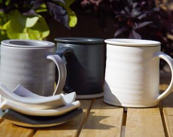 Mug with tea diffuser and tray