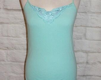 Size 14 vintage 80s cami vest top embroidered cutout lace trim neck blue (HH71)
