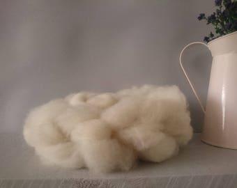 British Wool Roving - white Dorset fleece - 50g - hand prepared - un dyed Natural wool no chemicals local fleece