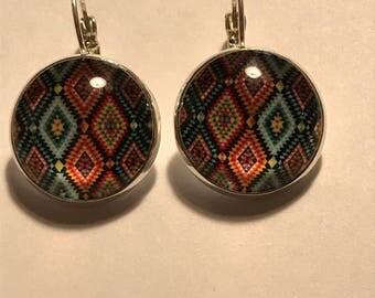 Earrings cabochon colored diamonds.