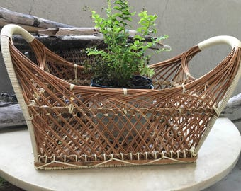 Gorgeous basket with handles