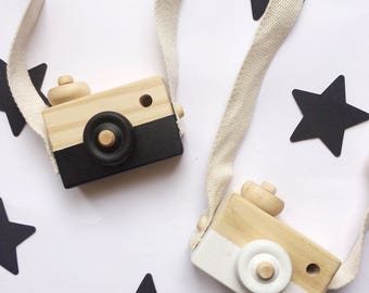 Wooden toy camera/ wooden toys/ Scandinavian/ Black in cotton pouch