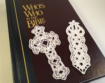 2 Freestanding Lace Bookmarks
