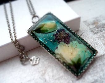 Chain, resin pendant, necklace, hand-poured, wild jasmine, flower pendant