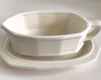 Vintage Pfaltzgraff White Heritage Gravy Boat With Underplate