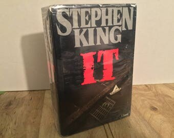 It A Novel by Stephen King First Edition Hardcover Viking Press 1986