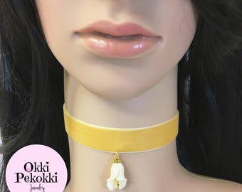 White Calla Lily Choker Necklace.