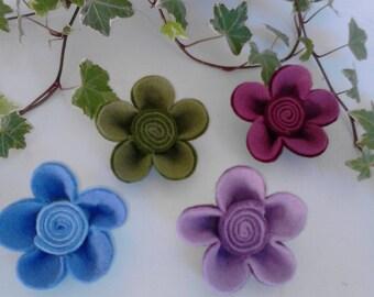 KIT flower brooch in two-tone costume jewelery embossed felt