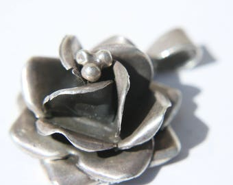 Vintage Taxco Mexico sterling silver flower pendant beautiful details