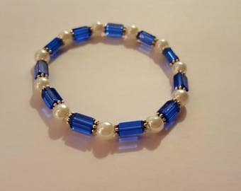 Cobalt blue and pearl beaded bracelet