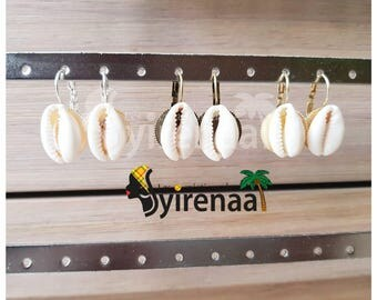 Earrings with cowrie