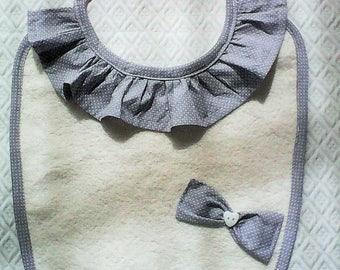 Bavoir bébé,cadeau de naissance,fille,tissu japonais gris ,éponge ivoire ;noeud gris,bouton coeur.