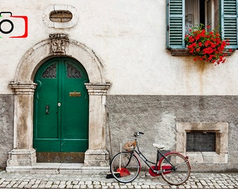 Italy. Italian, photography, pictures, Abruzzi, door, bike