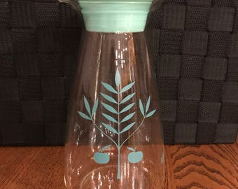 Rare Aqua Pyrex Apple Juice Carafe holds 32 oz Pitcher