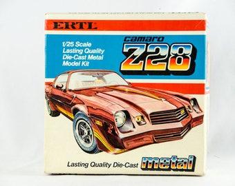 Ultra Rare Vintage Ertl Metal Chevy Camaro Z28 1/25 Scale Model Car Kit 8106