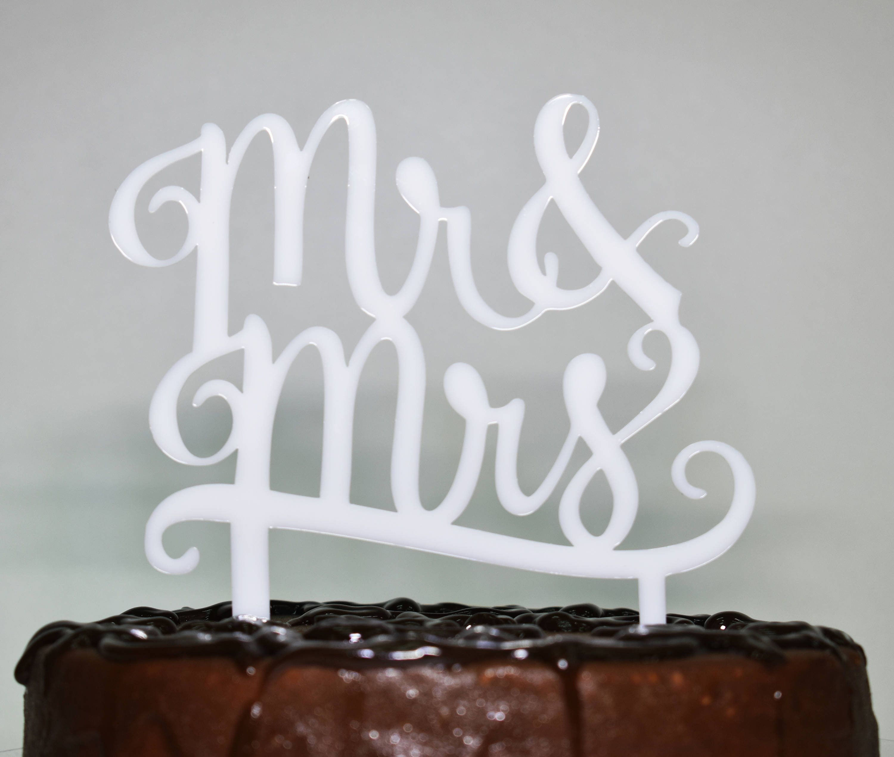 Wedding Cake TopperPlexiglas 3 mmwhiteblack color topper MrMrs