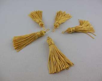 A vanilla colored rayon thread tassel