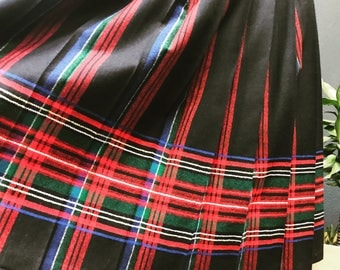 Mint condition vintage pleated plaid wool pendelton skirt. Marked size 8, fits like a 6.