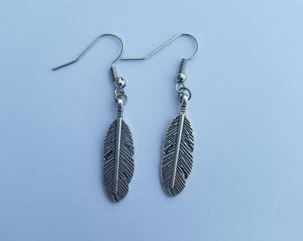 Feather charm earring