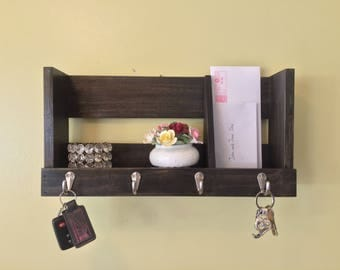 Custom Wooden Pallet-Style Entryway Organizer / Key Rack