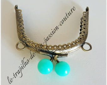 8 cm worn coin or glasses Emerald and bronze clasp