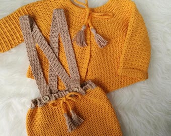 Whole child in tone baby mustard and beige. Baby crochet set.
