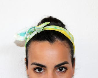 pin up silk headscarf hand dyed with the arashi shibori technique, marble effect/100%silk/green and yellow/hair accessories
