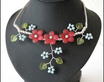 Necklace three raspberry pink flowers (and not red)