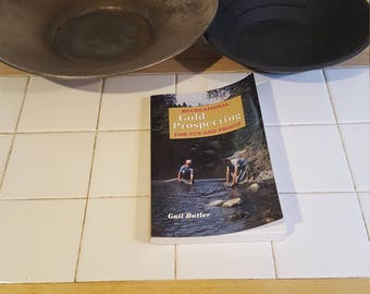 Gold panning pan set with book on Recreational  gold prospecting for fun and profit