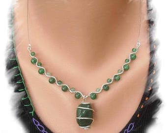 Aventurine and silver plated wire necklace