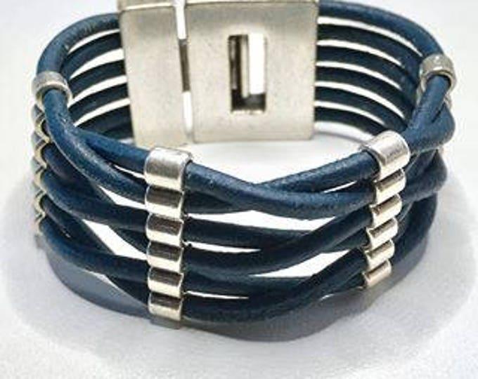 Free shipping within NL bracelet leather vintage blue bracelet Dqmetaal magnet Clasp