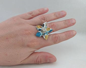 Polka dot adjustable flower ring