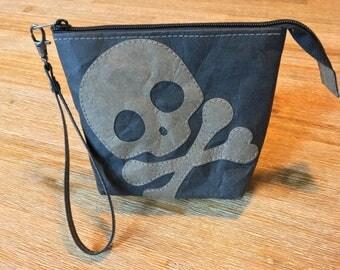 """Skull zipper pouch (series """"Skullz!"""")"""