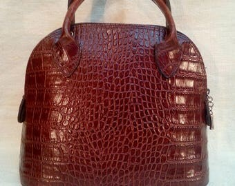 Leather purse with embossed alligator.Fashion handbag.