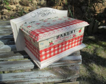 "Old country""chic"" salt box"