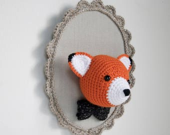 Trophy Fox crochet on taupe background - child or baby room