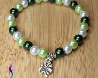 Bracelet Kit with renaissance green and white, 4 leaf clover charm beads