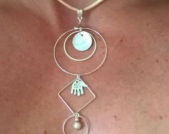 Set of necklace + earrings beige earrings