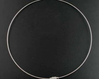 Supports necklaces around the neck with its clip