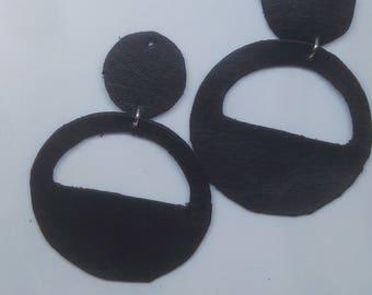 Chandelier pendant earrings in black leather hoop