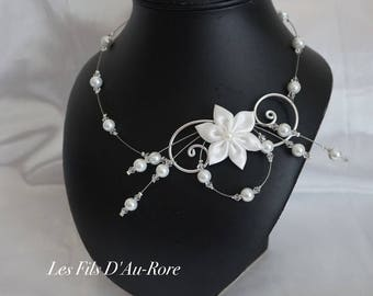 CARLA necklace in white with satin flower