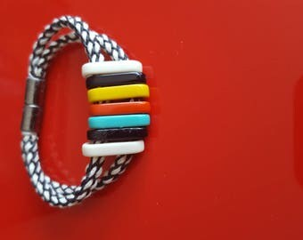 Bracelet braided cord on two rows and multicolored rings with metal magnetic clasp