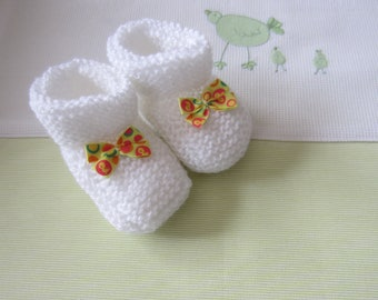 "Booties baby birth ""white"" and bow satin - hand made knit baby wool"