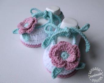 Chaussons ballerines bébé fille blancs fleurs roses