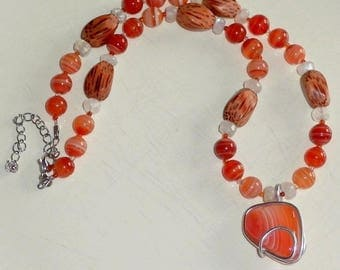 Necklace carnelian Asaliah wood Moonstone