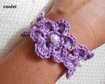 violete flower bracelet made with cotton dmc